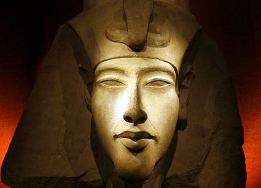 akhenaten (2)