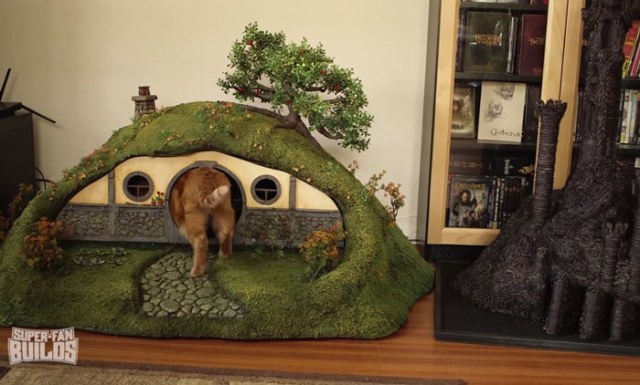 lord-of-the-rings-cat-liter-box-sauron-scrathing-post-superfan-builds-14